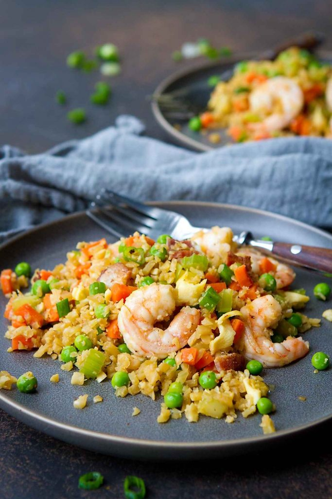 How do you spice up fried cauliflower rice? Add shrimp and pack it with veggies for a low carb meal! 225 calories and 2 Weight Watchers Freestyle SP