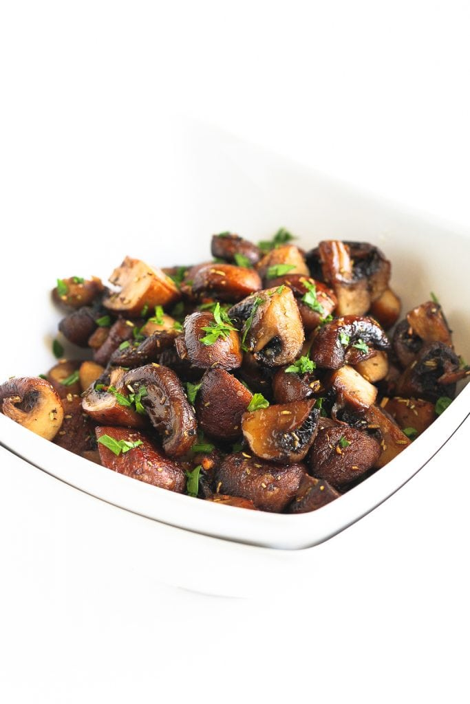 These easy roasted mushrooms with rosemary and garlic are fantastic on their own, but would also make the perfect mix-in for salads or pasta dishes. 89 calories and 2 Weight Watchers Freestyle SP #vegetarian #vegan