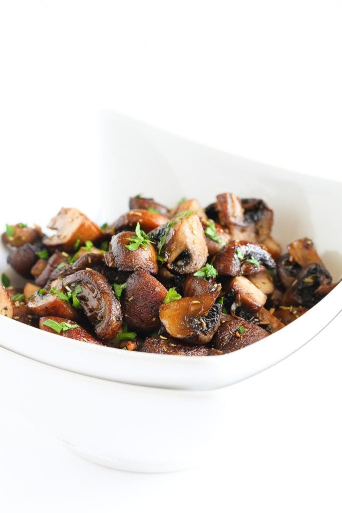 Easy Roasted Mushrooms Recipe with Rosemary and Garlic...It's hard to resist eating the whole bowl! 89 calories and 2 Weight Watchers Freestyle SP #vegetarian #vegan