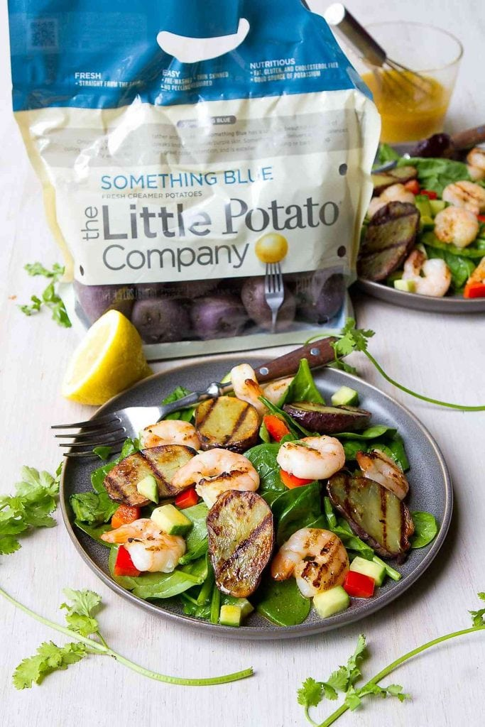 This grilled potato salad is bursting with summertime flavors. Grilled shrimp, cucumber, bell pepper, spinach and a light Moroccan dressing add the perfect amount of flavor and crunch. 289 calories and 5 Weight Watchers Freestyle SP #salad #potato #shrimp
