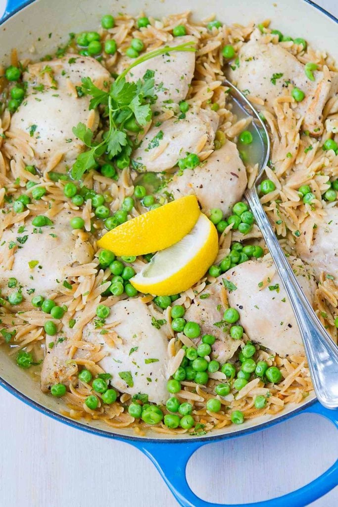 Looking for a one pot meal to make dinnertime prep easier? This lemon pepper chicken recipe should do the trick. Tons of flavor with minimal effort. 350 calories and 6 Weight Watchers Freestyle SP #recipe #healthy #onepotmeal
