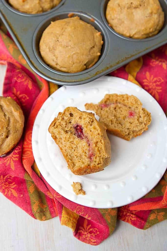 Healthy snack time! Surprise the kids with a dollop of jelly tucked inside of these peanut butter muffins. 155 calories and 5 Weight Watchers Freestyle SP #muffins #peanutbutter #healthysnack