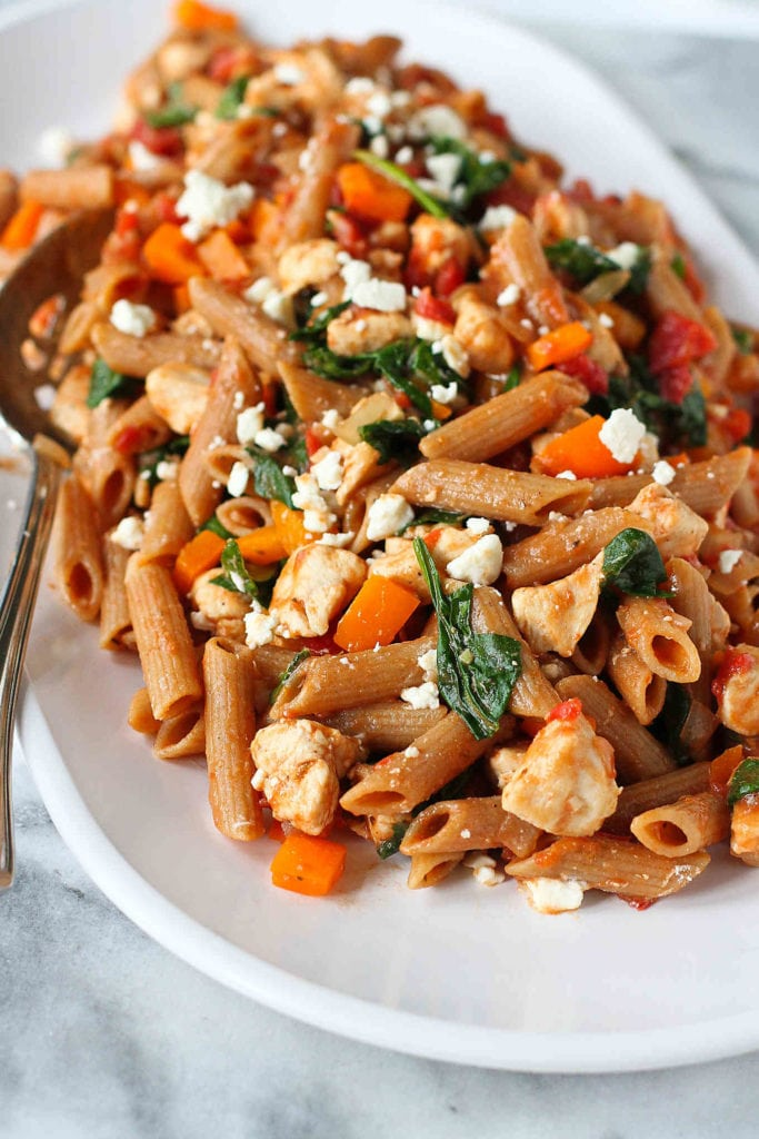 Chicken, spinach and feta cheese are packed into this healthy one-pot meal. The pasta is cooked directly in the sauce! 271 calories and 6 Weight Watchers Freestyle SP #dinner #pasta #healthy