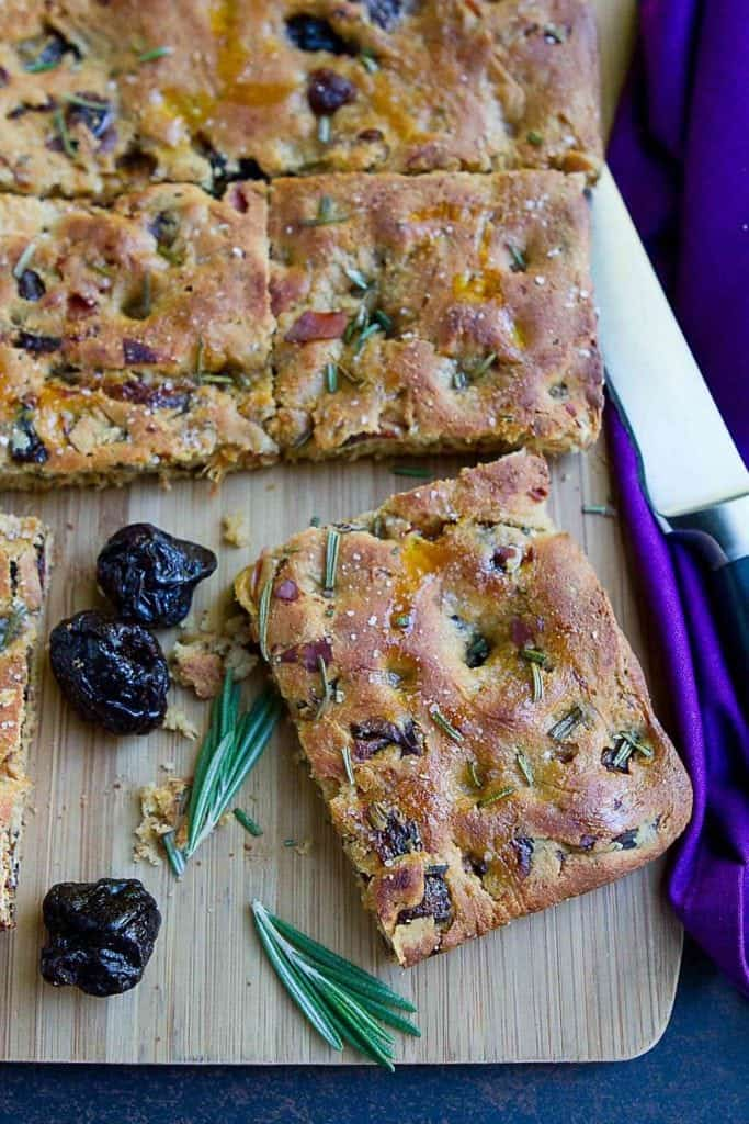 Salty and sweet, this whole wheat focaccia bread with prunes and prosciutto is perfect for snacking or serving alongside your favorite soup or stew. 169 calories and 6 Weight Watchers Freestyle SP #focaccia #bread
