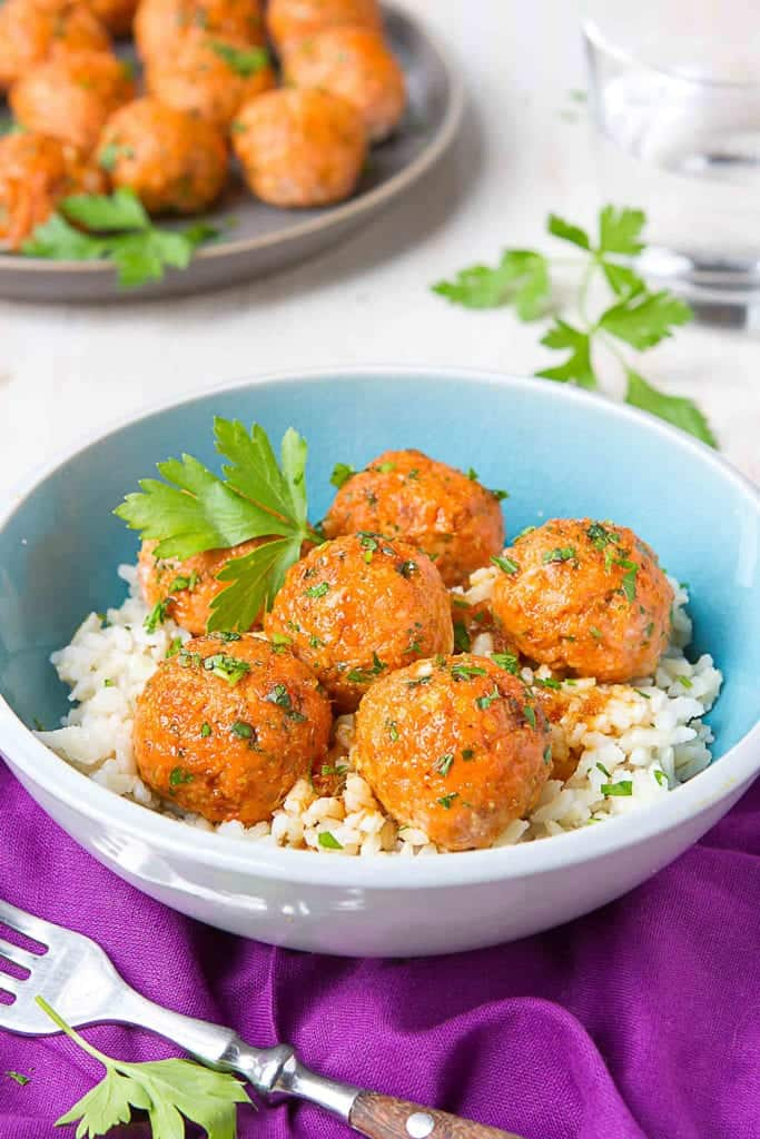 Serve these Soy Honey Salmon Meatballs over rice and stir-fried veggies for a heart healthy, delicious dinner! 113 calories and 1 Weight Watchers Freestyle SP #salmon #meatballs #cleaneating