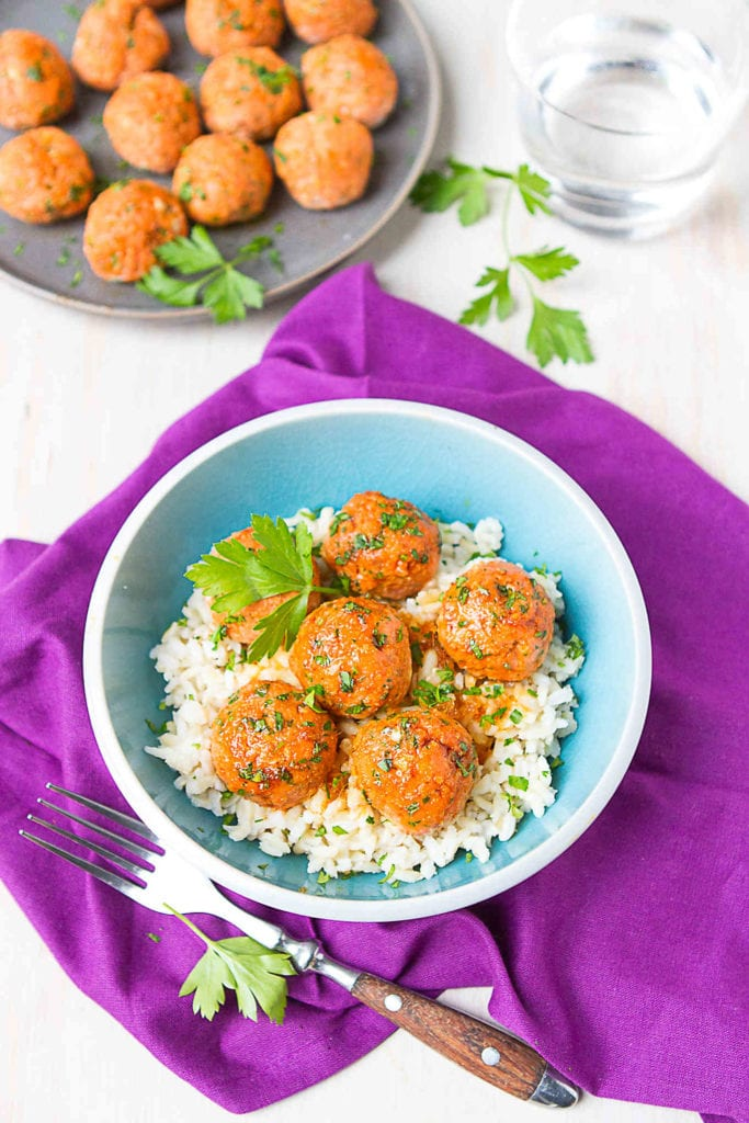 Ditch the old salmon patty recipe and make a batch of these Soy Honey Salmon Meatballs instead. Tons of flavor and packed with nutrients! 113 calories and 1 Weight Watchers Freestyle SP #weightwatchers #healthy #dinner