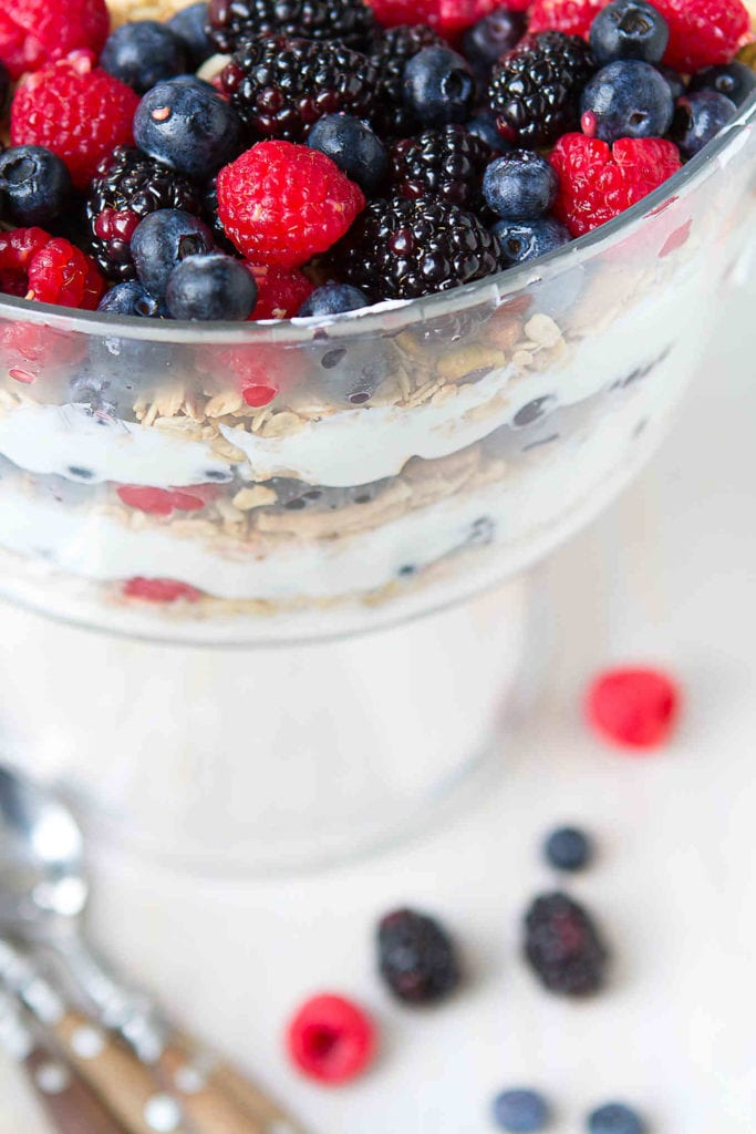 Your favorite fruit and yogurt parfait goes big! Layer all of the ingredients into a trifle bowl for a dish that will feed a crowd. 154 calories and 3 Weight Watchers Freestyle SP #breakfastrecipes #weightwatchers #myfitnesspal #vegetarian