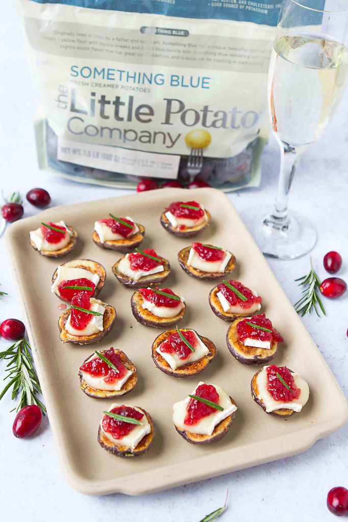Creamer potato bites, topped with Brie cheese and cranberry sauce are the perfect cocktail party appetziers. 51 calories and 2 Weight Watchers Freestyle SP #CreamerPotatoes #appetizerrecipes