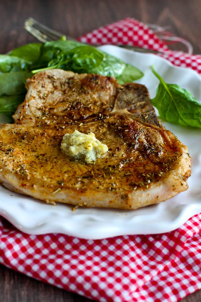 This easy pork chop recipe takes no more than 15 minutes and is flavored with dried herbs and a quick garlic butter. 283 calories and 6 Weight Watchers Freestyle SP #porkchops #easydinner