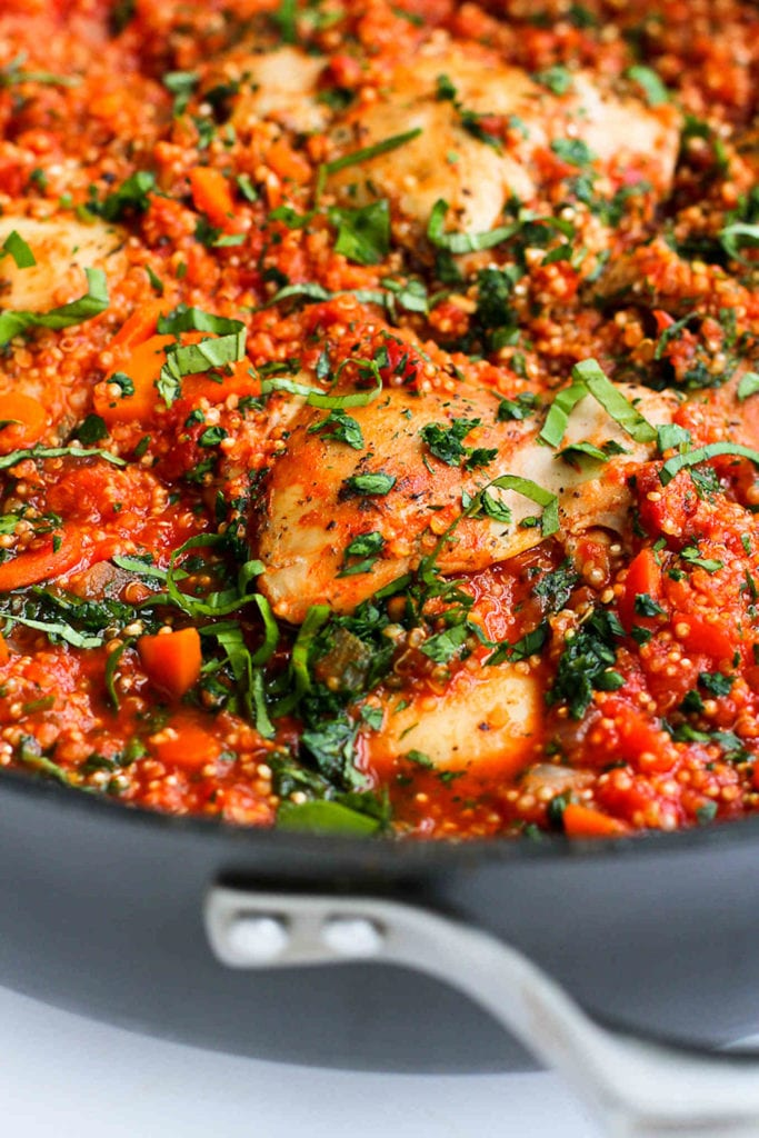In this easy one pot chicken recipe, Italian chicken, quinoa and tomato sauce come together in one pot for a healthy meal with minimal clean-up. 264 calories and 5 Weight Watchers SP | Thighs | Healthy | Dinner | Recipes | Skillet #cleaneating #healthyrecipes #smartpoints #onepot