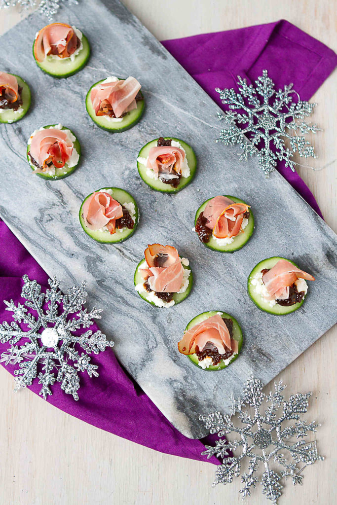These easy appetizers come together in 15 minutes and are a fantastic combo of sweet and savory flavors. 24 calories and 1 Weight Watchers Freestyle SP #prosciutto #cocktailparty #entertaining