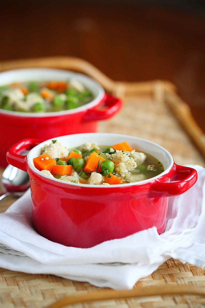 Chicken quinoa soup is packed with flavor and nutrients, and comes together quickly for an easy weeknight meal. 212 calories and 3 Weight Watchers Freestyle SP #cleaneating #chickensoup #quinoa