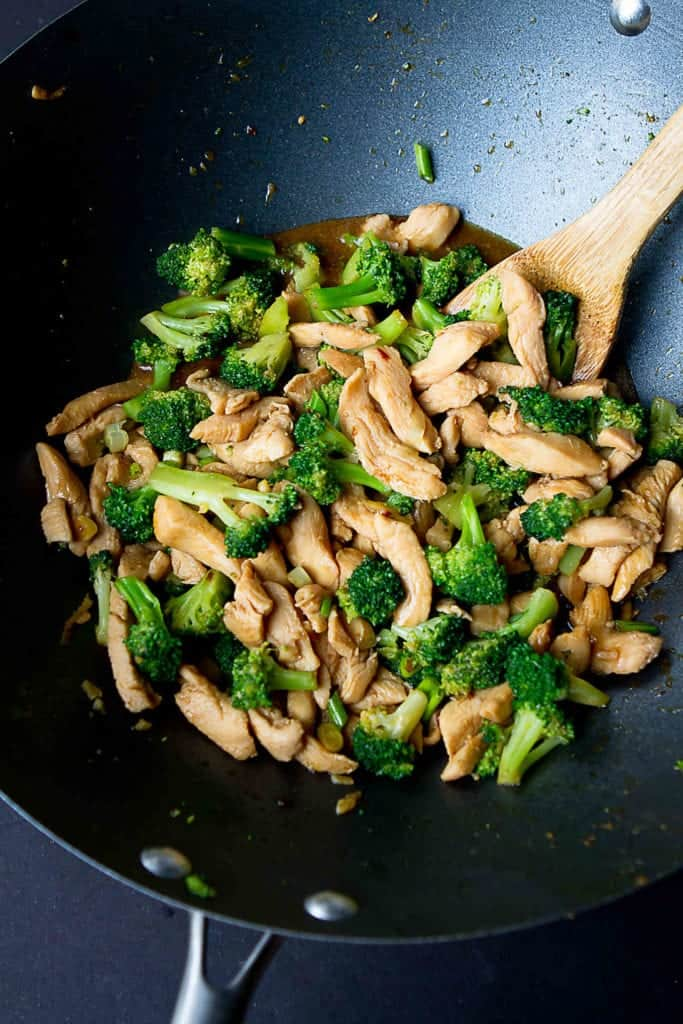 Chicken stir fry is one of the easiest meals you can throw together at the last minute! This chicken and broccoli version uses minimal oil and is packed with flavor and nutrients. 304 calories and 2 Weight Watchers Freestyle SP #stirfry #weightwatchers