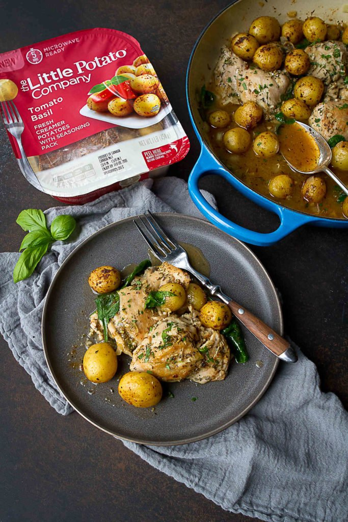 This one pot chicken recipe is an easy and delicious weeknight meal. Rounded out with potatoes and spinach. 369 calories and 7 Weight Watchers Freestyle SP #weightwatchers #Creamerpotatoes
