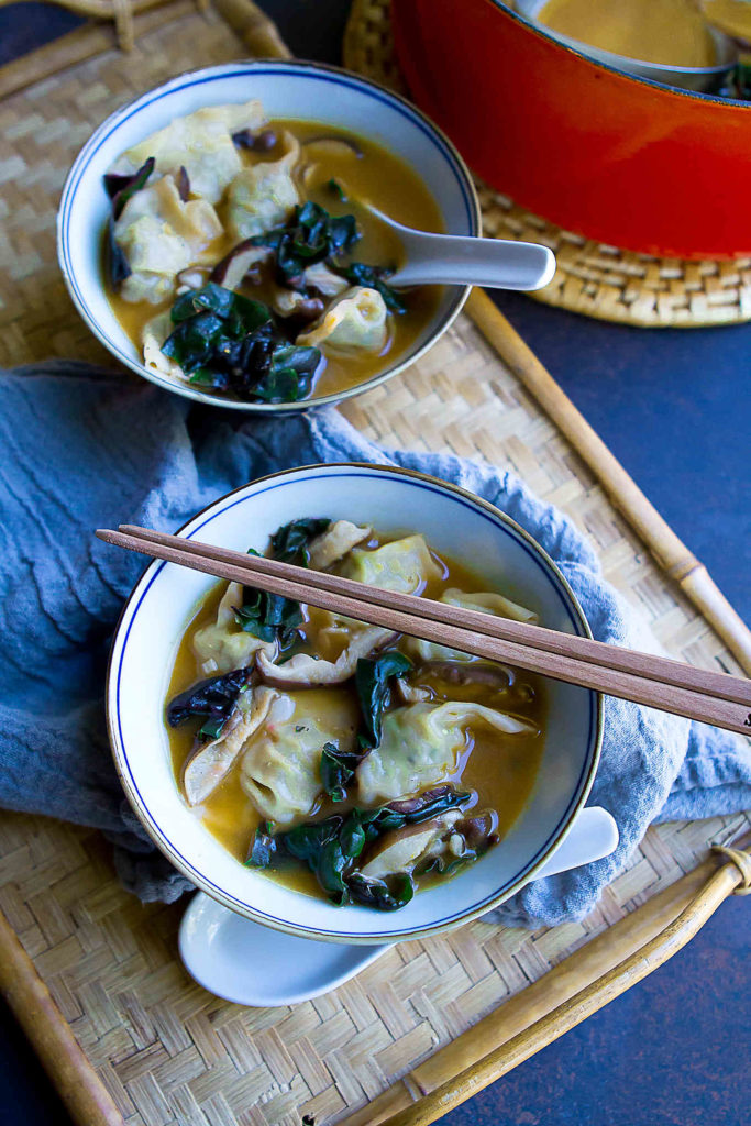 Keep some wonton soup ingredients on hand so you can whip up this 15-minute dinner recipe at a moment's notice. Healthy and absolutely delicious! 172 calories and 3 Weight Watchers Freestyle SP #souprecipes #healthydinner #easydinnerrecipe