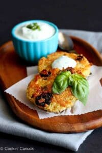 Baked quinoa cakes with a creamy basil yogurt sauce are a healthy and delicious appetizer. Dried tart cherries and pistachios add a hint of sweetness and crunch. 136 calories and 3 Weight Watchers Freestyle SP #quinoa #vegetarian