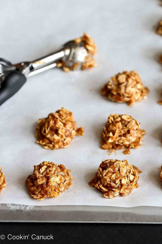 These healthy No-Bake Cookies are sweetened with banana and maple syrup, and are a fantastic guilt-free treat. 60 calories and 2 Weight Watchers Freestyle SP #dessert #healthy