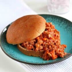 Kick up the flavor and healthy factor of Sloppy Joes with this healthy Sloppy Joe recipe. It's great for a last-minute weeknight meal. 264 calories and 3 Weight Watchers Freestyle SP #sloppyjoes #weightwatchers