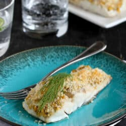 Hook, line and sinker. You'll be sold on this easy and healthy hummus and breadcrumb-crusted baked fish recipe at first bite. 200 calories and 2 Weight Watchers Freestyle SP #fish #baked #weightwatchers
