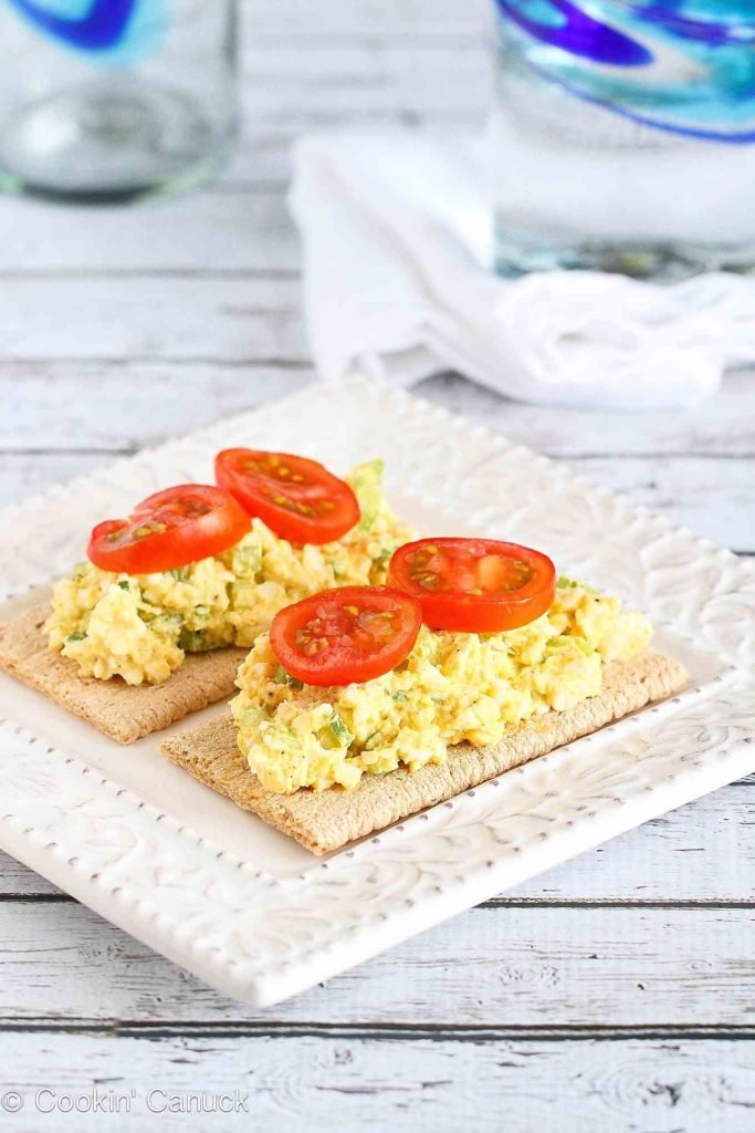 Quick and healthy lunch idea! This light egg salad is spiked with curry powder and lightened up with Greek yogurt. 84 calories and 0 Weight Watchers Freestyle SP #eggsalad #lunch