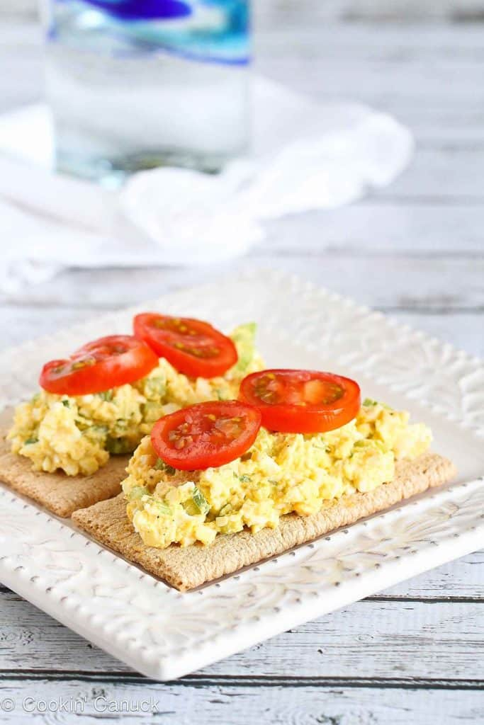 This light egg salad recipe gets an extra punch of flavor from a dash of curry powder. It's perfect for a quick and healthy lunch. 84 calories and 0 Weight Watchers Freestyle SP #egg #vegetarian #weightwatchers