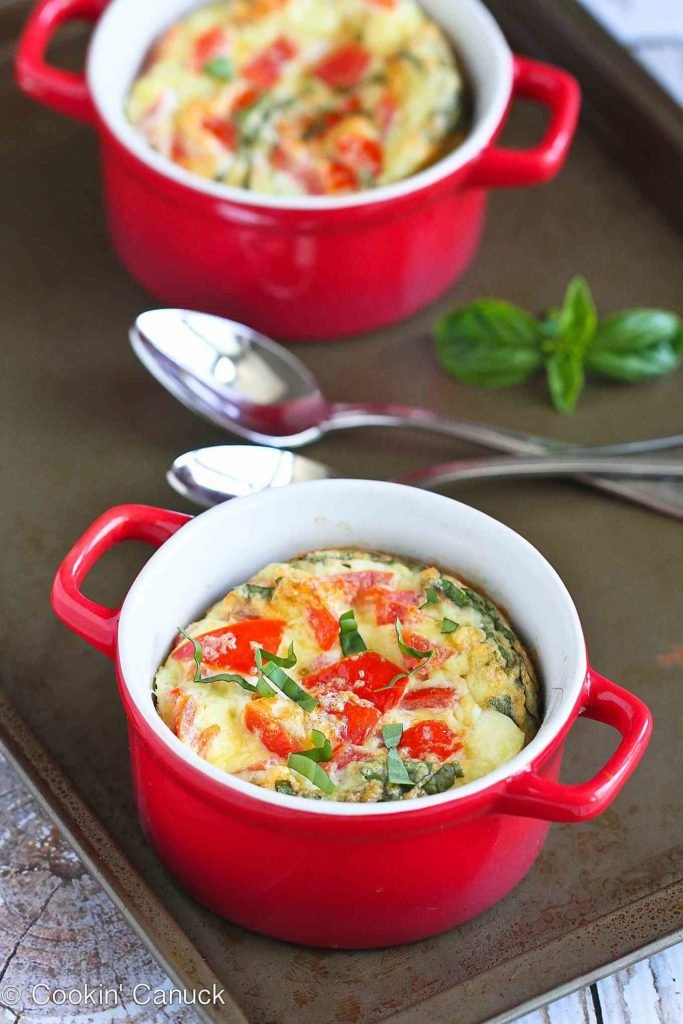 Baked eggs are a fantastic option for make-ahead breakfasts or dinners. These ones have a caprese spin on them. 184 calories and 2 Weight Watchers Freestyle SP #eggs #recipe