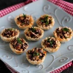 Things are about to get amorous! Pour a glass of red wine and serve up these easy mushroom and Gorgonzola cheese phyllo bite appetizers to kick off the evening. 74 calories and 2 Weight Watchers Freestyle SP #appetizers #weightwatchers