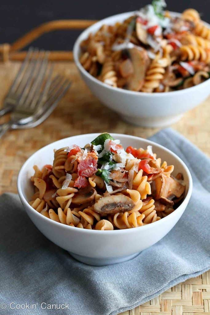 Mushrooms, bacon and spinach in a lighter whole wheat pasta recipe that's ready in 30 minutes. Does it get any better than that? 217 calories and 6 Weight Watchers Freestyle SP #pasta #bacon