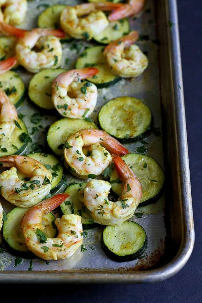 This healthy roasted curry shrimp and zucchini sheet pan meal is not only delicious, but it also comes together in less than 30 minutes. 172 calories and 2 Weight Watchers Freestyle SP #sheetpanmeal #shrimp #weightwatchers