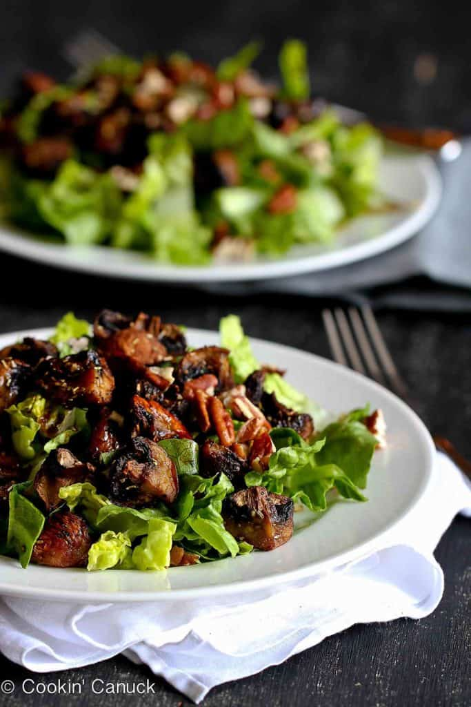 This easy salad recipe stars tender roasted mushrooms and romaine lettuce, tossed with a light balsamic vinaigrette. 98 calories and 4 Weight Watchers Freestyle SP #vegan #salad #weightwatchers