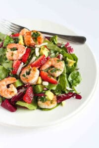 This healthy dinner salad will leave your family begging for more. Succulent shrimp, crunchy jicama, sweet strawberries and creamy avocado. What's not to love?! 330 calories and 6 Weight Watchers Freestyle SP #shrimp #weightwatchers #recipe