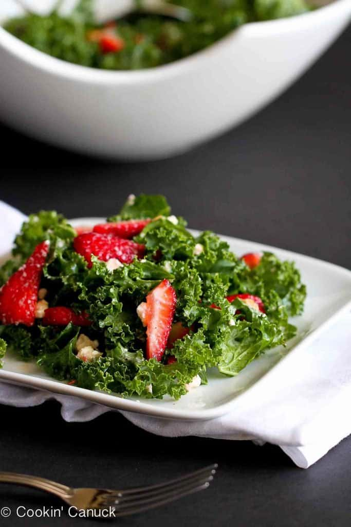 This is a kale salad recipe that you will not be able to stop eating. Sweet strawberries and creamy feta cheese add flavor in all the right ways. 187 calories and 4 Weight Watchers Freestyle SP #kale #weightwatchers