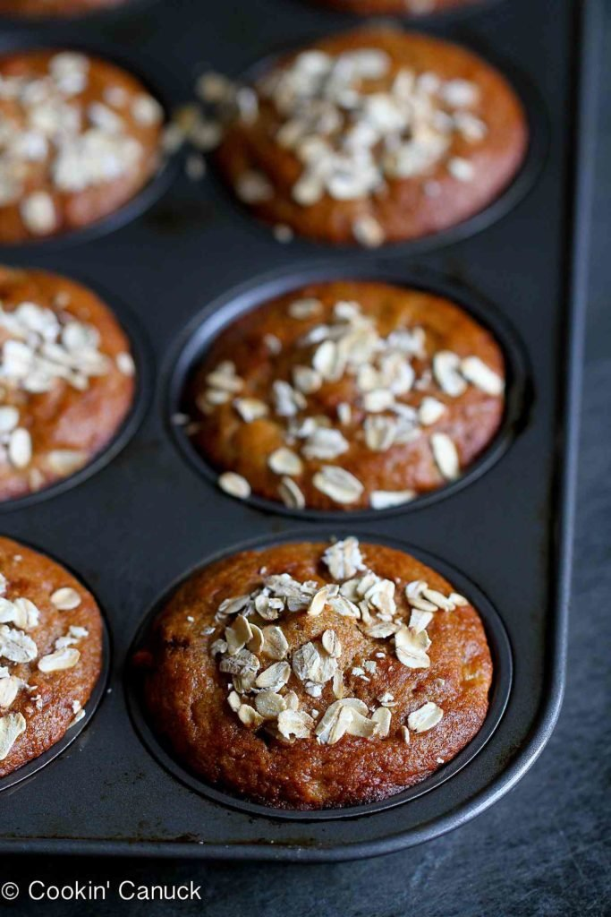Whole wheat apple spice muffins are fantastic for after school snacks or on-the-go breakfasts. Healthy and packed with fruit. 105 calories and 3 Weight Watchers Freestyle SP #healthymuffins #cleanting #wwfreestyle