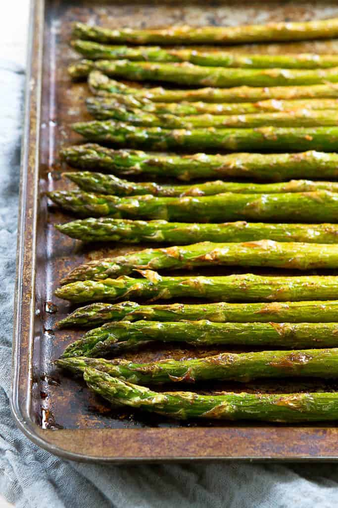 Only 5 ingredients needed for this delicious and healthy Smoked Paprika Roasted Asparagus side dish recipe! It's a great vegan option for springtime. 47 calories and 1 Weight Watchers Freestyle SP #asparagus #weightwatchers #sidedish