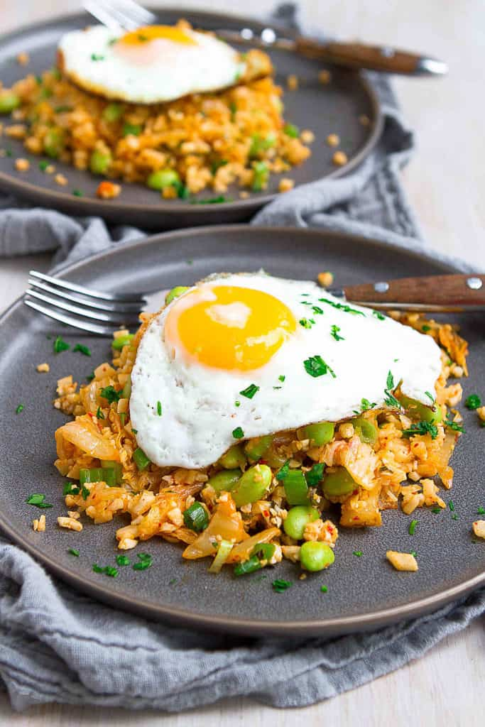 Boost your gut health in the most delicious way with this Kimchi Cauliflower Fried Rice recipe! This dish is a breeze to make and can be served with or without the egg. 214 calories and 2 Weight Watchers Freestyle SP #kimchi #cauliflowerrice #weightwatchers