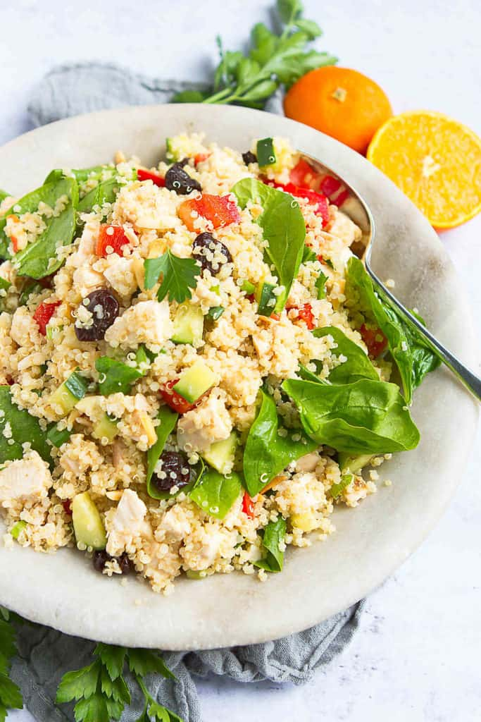 Take a batch of this easy quinoa salad to your next potluck! Chicken, vegetables and a citrus cumin dressing add tons of flavor. 251 calories and 5 Weight Watchers Freestyle SP #quinoarecipes #healthyrecipes #chicken