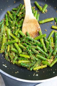 Sautéed asparagus gets all dressed with some golden brown, crunchy garlic breadcrumbs! A delicious and easy vegetable side dish. 88 calories and 2 Weight Watchers Freestyle SP #asparagus #weightwatchers #cleaneating