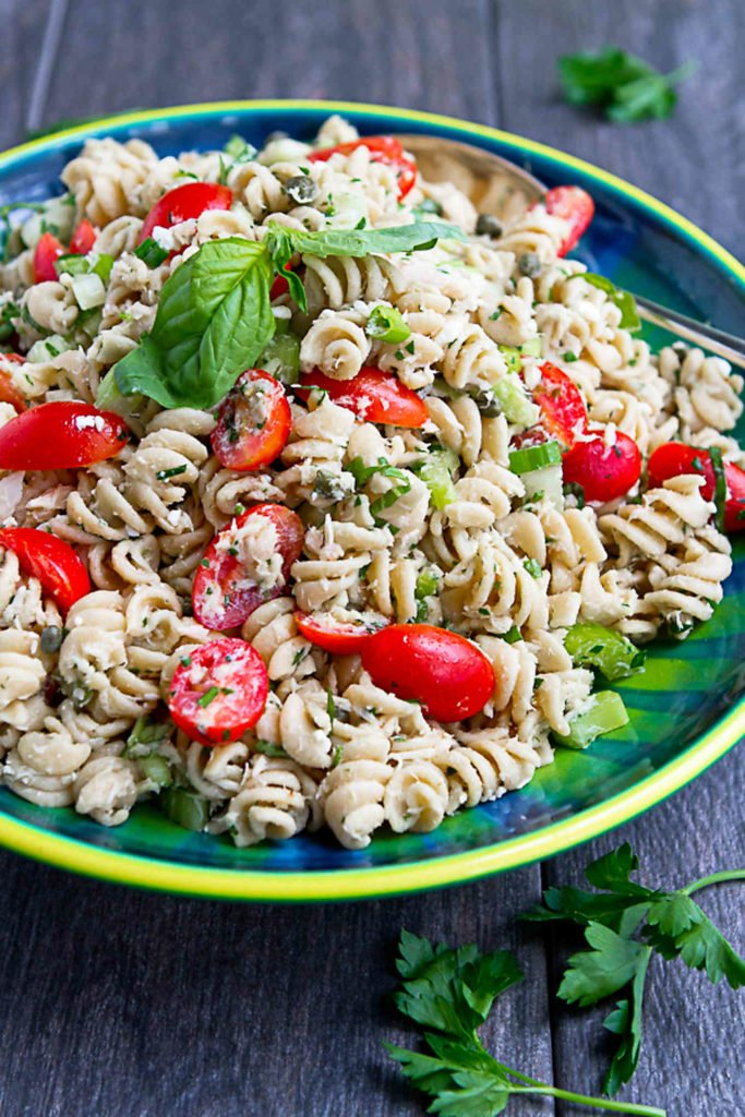 Ditch the mayo and bring this Tuna Pasta Salad with Lemon Vinaigrette to the next backyard barbecue or family picnic. A lightened-up classic is always a surefire winner! 198 calories and 5 Weight Watchers SP #weightwatchers #pastasalad #potluck