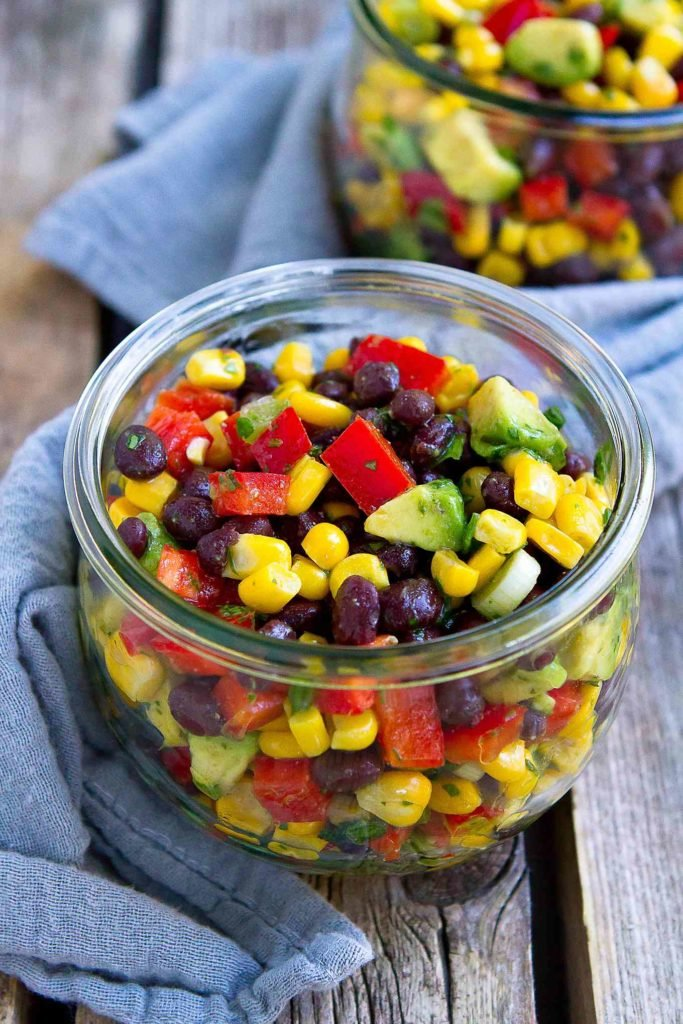 This corn and bean salad is the perfect side dish for summertime meals. Easy, healthy and packed with flavor! 129 calories and 2 Weight Watchers Freestyle SP #salad #beansalads #wwfreestyle #veganrecipes