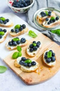Sweet and savory bites that you can make in about 10 minutes! These blueberry and goat cheese crostini are fantastic for last-minute summertime entertaining. 45 calories and 1 Weight Watchers Freestyle SP #crostini #appetizer #weightwatchers