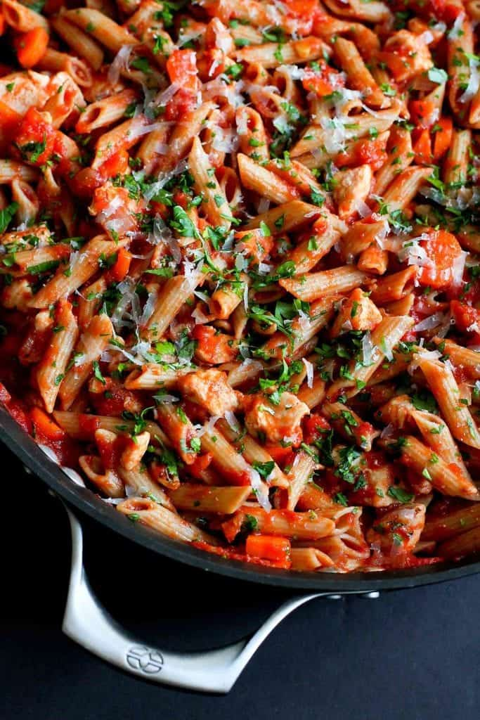 Every home cook needs a go-to healthy pasta recipe, with a great homemade tomato sauce. This chicken penne pasta takes just 30 minutes, from stovetop to table. 240 calories and 4 Weight Watchers Freestyle SP #pasta #healthyrecipes #weightwatchers