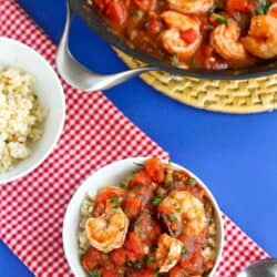 Easy rice bowl recipe! This classic Italian puttanesca sauce is simmered with shrimp and ladled over rice for an easy, healthy meal. 336 calories and 5 Weight Watchers SP #ricebowl #shrimp #weightwatchers