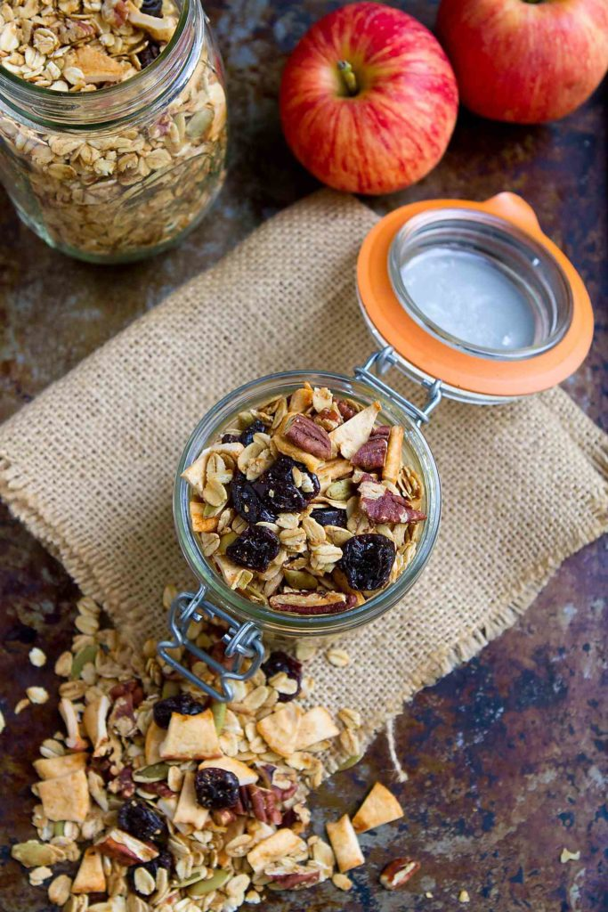Apple cinnamon granola tastes like autumn in a bowl! Easy, healthy and lightened up with maple syrup. 121 calories and 5 Weight Watchers Freestyle SP #easybreakfast #heatlhyrecipes #weightwatchers
