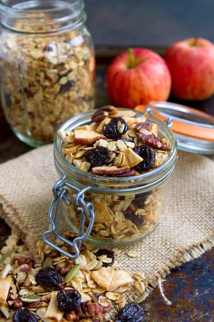 All of the flavors of fall are infused into this Apple Pie Homemade Granola recipe. Mix with yogurt, serve with milk or snack on a handful - versatile, healthy and delicious! 121 calories and 5 Weight Watchers Freestyle SP #granola #homemadegranola #healthybreakfast