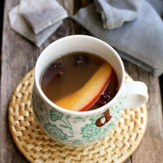 This crockpot Chai Hot Apple Cider puts a little spin on the classic fall beverage. Five minutes of prep time and your kitchen will smell like autumn! 110 calories and 4 Weight Watchers Freestyle SP #applecider #crockpot #slowcooker