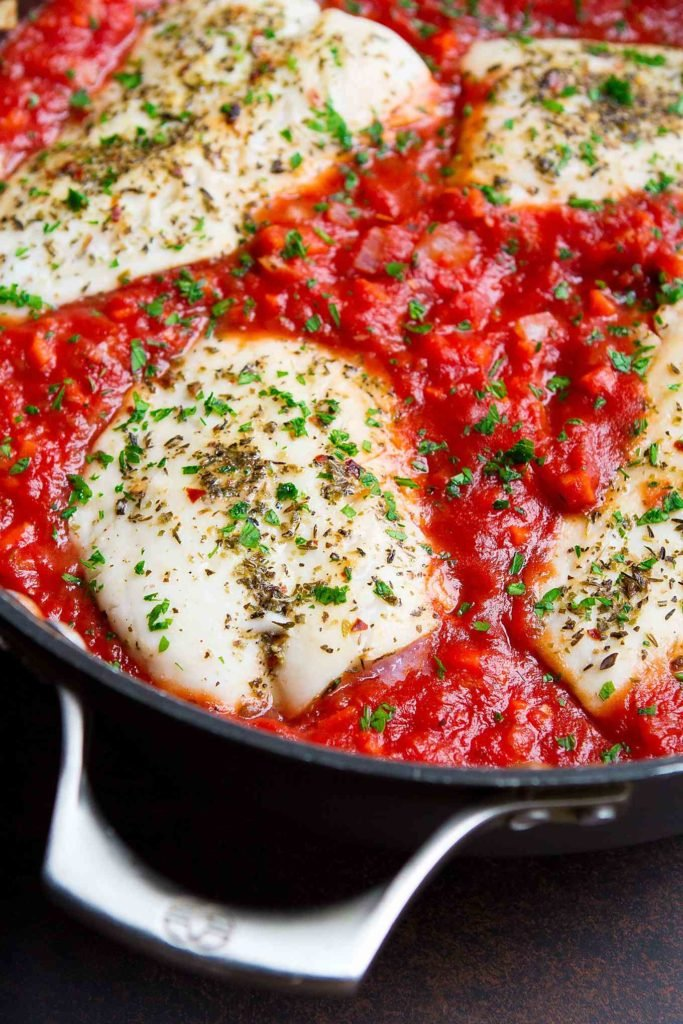 This easy fish recipe is a favorite around here. Tons of flavor with very little effort. And healthy! 274 calories and 2 Weight Watchers SP #fishrecipes #wwfreestyle #cleaneating