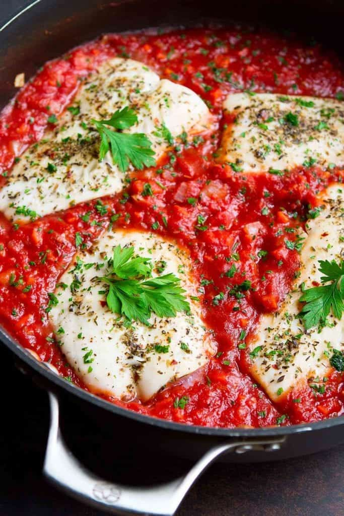 Poached fish is one of the easiest healthy weeknight recipes you can make, and it gets even better when simmered in a quick homemade tomato sauce. 274 calories and 2 Weight Watchers SP #fish #healthyrecipes #weightwatchers