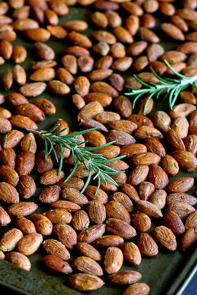 This roasted almond recipe is perfect for afternoon snacking or serving with cocktails. 163 calories and 5 Weight Watchers SmartPoints #weightwatchers #roastedalmonds