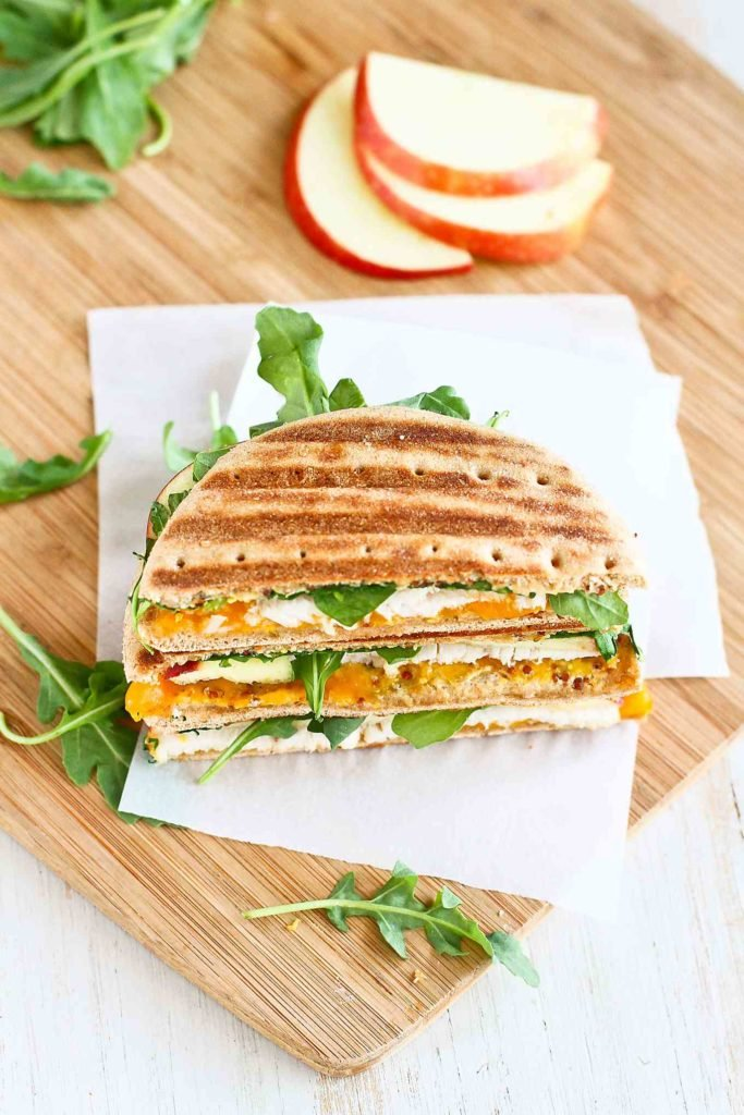 This grilled turkey sandwich is the perfect lunchtime meal! The apple and cheddar combo is irresistible. 235 calories and 5 Weight Watchers SP #turkeysandwich #applerecipes #lunchtime