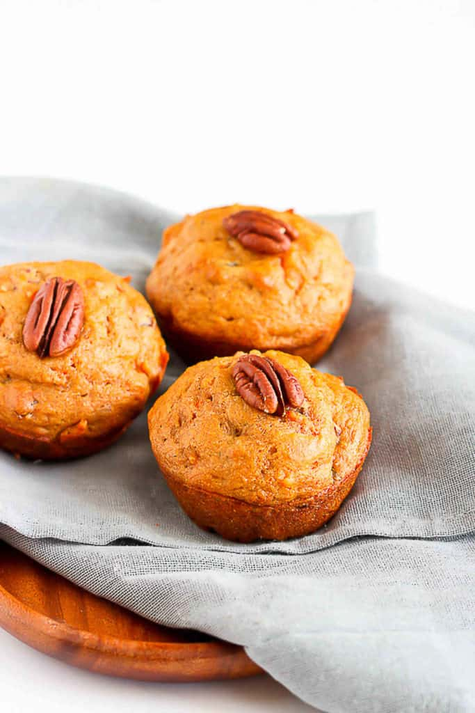 Turn to this whole wheat carrot muffin recipe when you need a healthy snack in less than 30 minutes. They're perfect for quick breakfasts, too! Only 178 calories and 6 Weight Watchers Freestyle SP. #muffinrecipe #carrot #wholegrain #weightwatchers